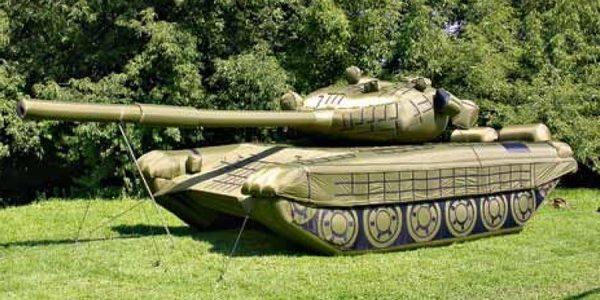 Rosyjskie makiety uzbrojenia i sprzętu wojskowego